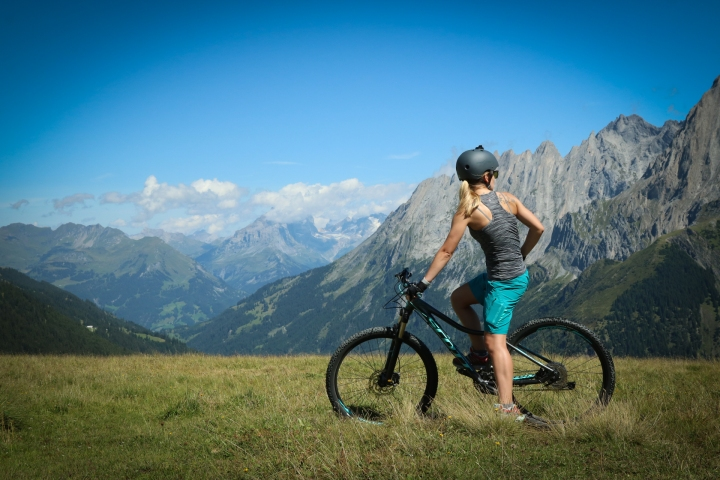 mountain biking girl in Grindelwald Grosse Scheidegg