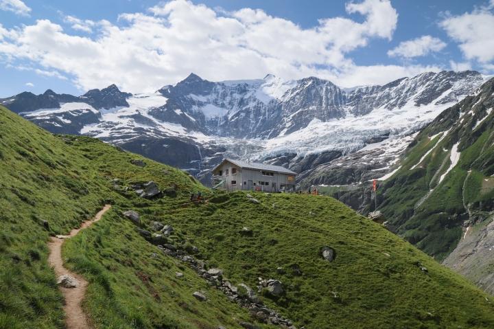 Bäregg Hut Hike in Grindelwald – My Favourite in JungfrauRegion